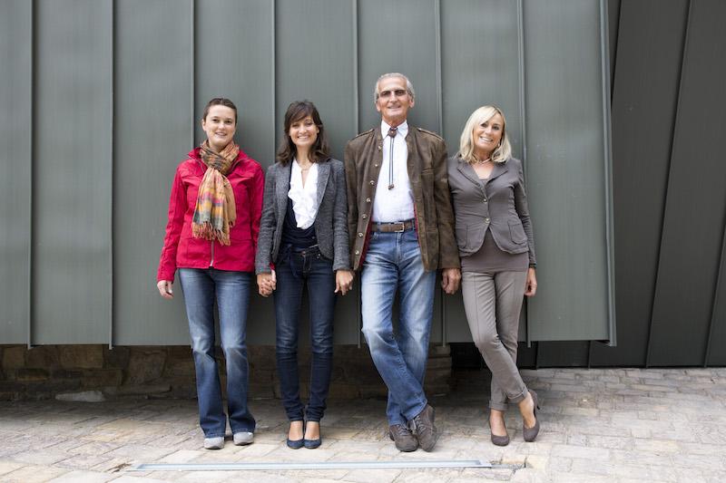 La famiglia Charrère: da sn Eleonora, Elena, Costantino ed Imelda