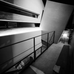 Rifugio del vino: la scala che porta in barricaia