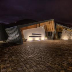 Rifugio del Vino: vista della tettoia in lamiera che sovrasta la sala di degustazione