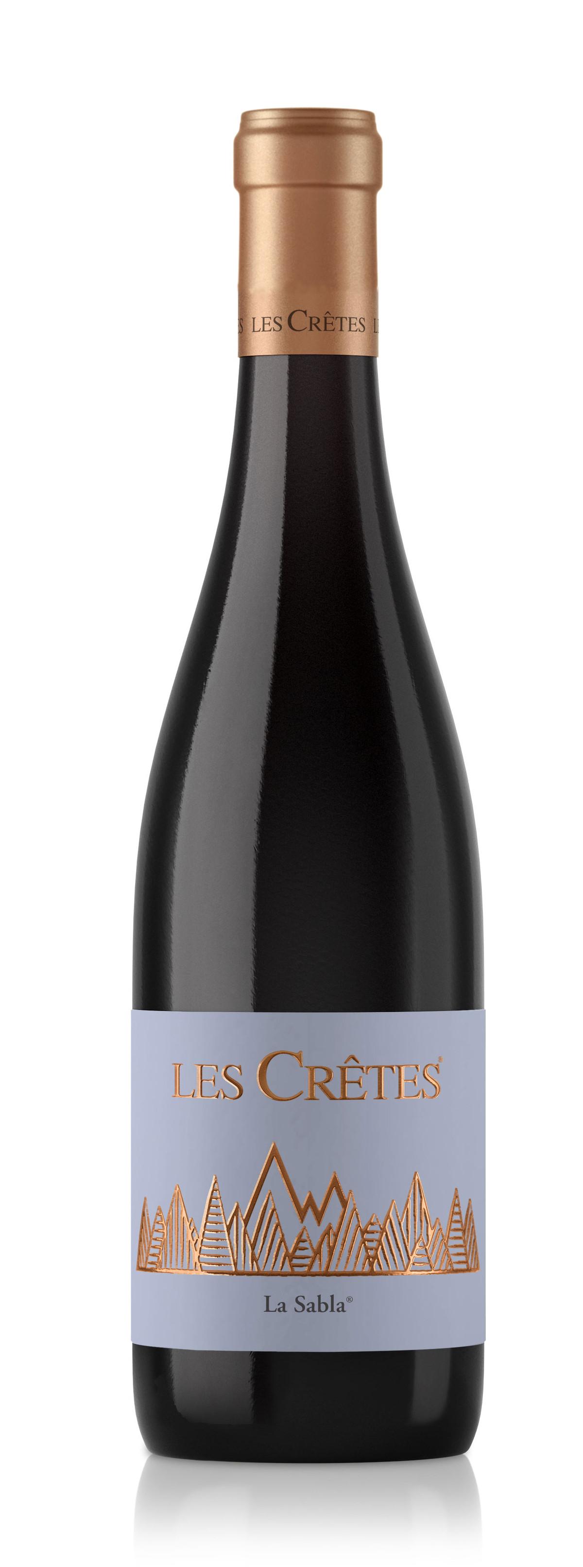 I Rossi Les Crêtes: : prodotto dalla famiglia Charrère sin dal 1971, è il vino storico della cantina ed è oggi come allora un sapiente blend di varietà a bacca rossa, coltivate nelle vecchie vigne.